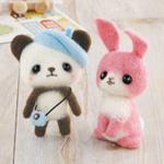 ベレー帽のパンダちゃんとピンクのうさぎ